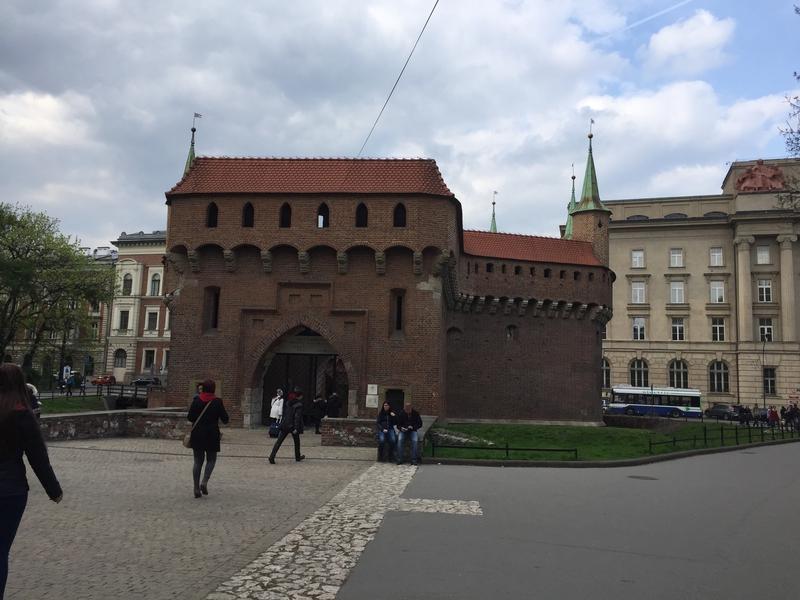 Il  Barbacane(o barbacana) è una struttura difensiva medioevale